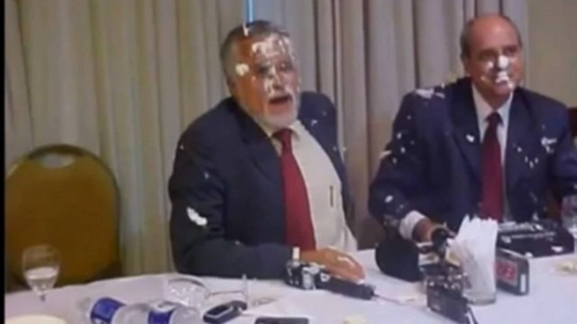 "COAMOS: Vídeo de ex-presidente nacional do PT recebendo supostamente ""tortada"" nos EstadosUnidos"
